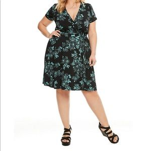 torrid Dresses - Torrid Floral Faux Wrap Dress Size 1X